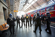 Frankfurt | Germany | 10.09.2015: Bei einer von der TGB (Bund t&uuml;rkischer Jugendlicher) angemeldeten Demonstration mit ca. 500 Teilnehmern kommt es zu Auseinandersetzung mit kurdischen Gegendemonstranten, die u.a. mehrere Stunden die Demoroute an der Paulskirche blockieren.<br /> <br /> hier: Polizisten verhindern am Hauptbahnhof ein Durchbrechen der Kurden zur t&uuml;rkischen Demo.<br /> <br /> 20150910<br /> Sascha Rheker<br /> <br /> [Inhaltsveraendernde Manipulation des Fotos nur nach ausdruecklicher Genehmigung des Fotografen. Vereinbarungen ueber Abtretung von Persoenlichkeitsrechten/Model Release der abgebildeten Person/Personen liegt/liegen nicht vor.] [No Model Release | No Property Release]