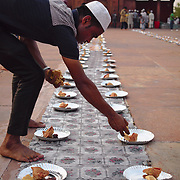 Preparing the meal to break the fast of Ramadan's last day, at Delhi's Jama Masjid.