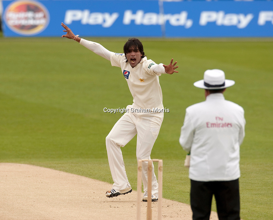 Mohammad Amir appeals during the second MCC Spirit of Cricket Test Match between Pakistan and Australia at Headingley, Leeds.  Photo: Graham Morris (Tel: +44(0)20 8969 4192 Email: sales@cricketpix.com) 23/07/10
