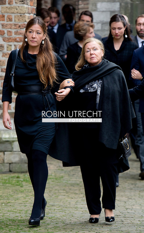DELFT - Prinses Christina en haar kinderen prinses Juliana en prins Bernardo Guillermo komen aan bij de Oude kerk voor de herdenkingsdienst voor de op 12 augustus overleden prins Friso. De dienst is besloten.  COPYRIGHT ROBIN UTRECHT