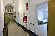 Nederland, Nijmegen, 2-4-2014Opening van jongeren thuis en daklozen opvang door staatssecretaris van Rijn.  IrisZorg biedt in Vince, een voormalig klooster aan de rand van de stad, onderdak en begeleiding aan 34 jongeren uit Nijmegen en de omliggende regio in de leeftijd 16-23. De jongeren zijn verdeeld over drie afdelingen: nachtopvang, crisisopvang en wonen met begeleiding dag & nacht. De gemiddelde verblijfsduur is negen tot twaalf maanden.Ook open dag voor de buurtbewoners..Foto: Flip Franssen