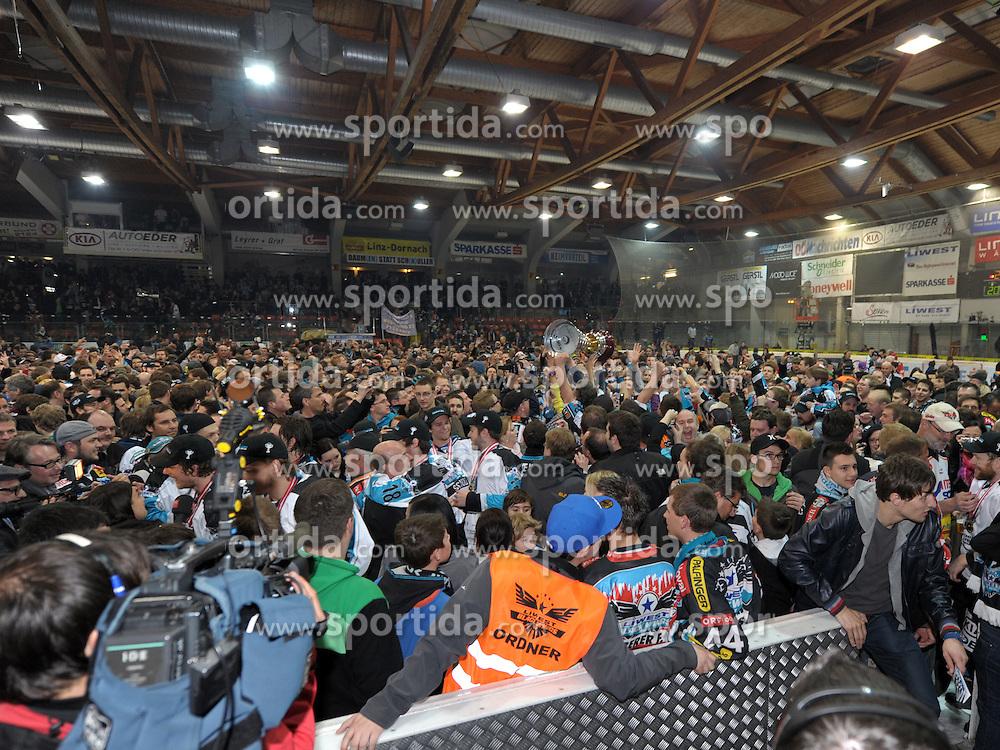 "01.04.2012, Keine Sorgen Eisarena, Linz, AUT, EBEL, EHC Liwest Black Wings Linz vs EC KAC, Playoff, Finale, 5. Spiel, im Bild celebrates the championship, during the final match of ""Erste Bank Icehockey League"", fifth encounter between EHC Liwest Black Wings Linz and EC KAC at Keine Sorgen Eisarena, Linz, Austria on 2012/04/01. EXPA Pictures © 2012, PhotoCredit: EXPA/ Reinhard Eisenbauer"
