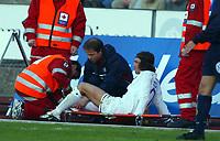 Fotball, 20. april 2002. Tippeligaen, Stabæk v Vålerenga Fotball. David Hanssen, Vålerenga Fotball, måtte forlate banen med en skade.
