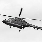 NLD/Huizen/19910525 - Waterspektakel Huizen 1991 met een demonstratie van een marine Lynx helicopter 282