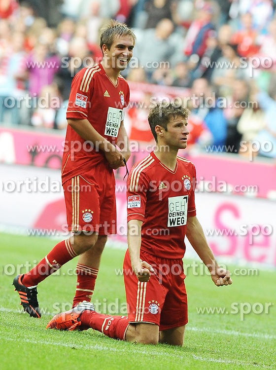15.09.2012, Allianz Arena, Muenchen, GER, 1. FBL, FC Bayern Muenchen vs 1. FSV Mainz 05, 03. Runde, im Bild Thomas MUELLER (FC Bayern Muenchen) jubelt zu den Fans. Links daneben Philipp LAHM (FC Bayern Muenchen). // during the German Bundesliga 03rd round match between FC Bayern Munich and 1. FSV Mainz 05 at the Allianz Arena, Munich, Germany on 2012/09/15,, , , , . EXPA Pictures © 2012, PhotoCredit: EXPA/ Eibner/ Wolfgang Stuetzle..***** ATTENTION - OUT OF GER *****