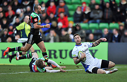Matt Banahan of Bath Rugby scores a try - Photo mandatory by-line: Patrick Khachfe/JMP - Mobile: 07966 386802 31/01/2015 - SPORT - RUGBY UNION - London - The Twickenham Stoop - Harlequins v Bath Rugby - LV= Cup