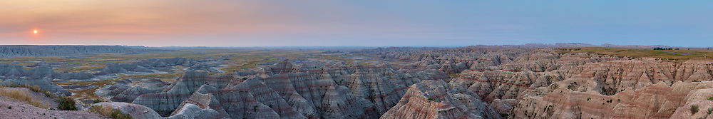 https://Duncan.co/big-badlands-overlook-at-sunrise-02