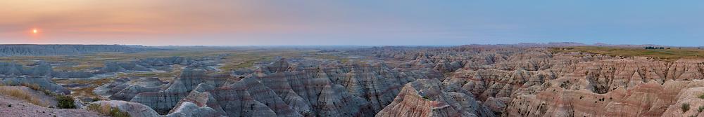 https://Duncan.co/big-badlands-overlook-at-sunrise-02