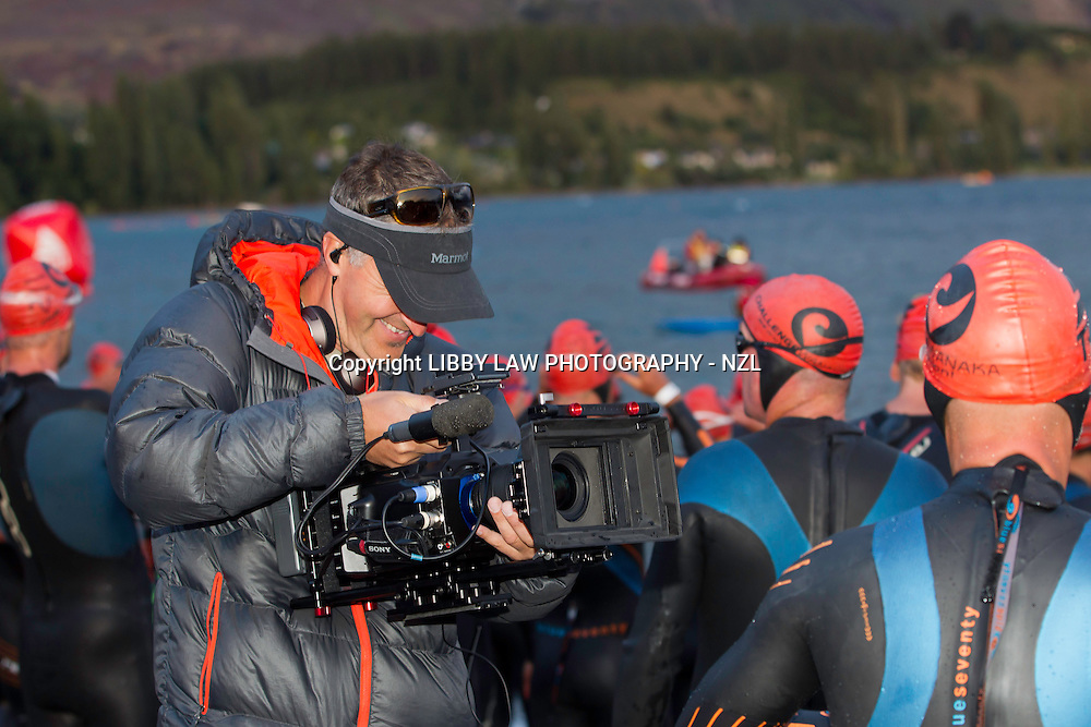 2012 NZL-Challenge Wanaka Triathalon: SWIM - START