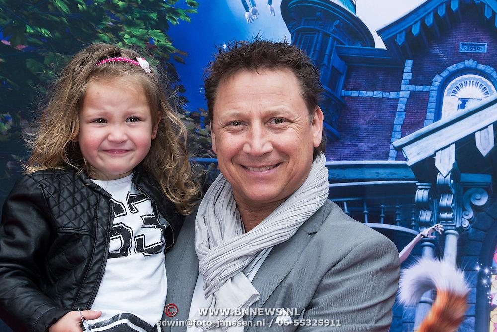 NLD/Amsterdam/20140413 - Inloop Filmpremiere Het Magische Huis, Armando Borsato en dochter