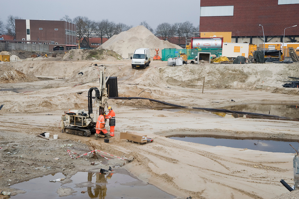 Nederland, Hilversum, 17 maart 2009.Bodemsanering. Op een plek waar vroeger indrustrie stond, wordt de grond gesaneerd zodat er woningbouw kan komen. De grond is ernstig vervuild..Foto Michiel Wijnbergh