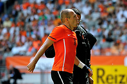 05.06.2010, Arena Stadium, Amsterdam, NLD, FIFA Worldcup Vorbereitung, Netherlands vs Hungaria, im Bild Arjen Robben injured.EXPA Pictures © 2010, PhotoCredit: EXPA/ nph/  Hoogendoorn / SPORTIDA PHOTO AGENCY