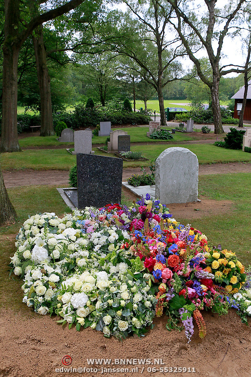 NLD/Blaricum/20110608 - Graf Willem Duys begraafplaats de Woensberg Blaricum