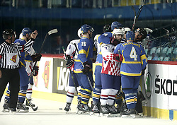 18.04.2016, Dom Sportova, Zagreb, CRO, IIHF WM, Ukraine vs Kroatien, Division I, Gruppe B, im Bild Rauferei // during the 2016 IIHF Ice Hockey World Championship, Division I, Group B, match between Uraine and Croatia at the Dom Sportova in Zagreb, Croatia on 2016/04/18. EXPA Pictures © 2016, PhotoCredit: EXPA/ Pixsell/ Sanjin Strukic<br /> <br /> *****ATTENTION - for AUT, SLO, SUI, SWE, ITA, FRA only*****