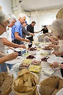 Sillunch p&aring; The Swedish American Museum, Andersonville, Chicago, Illinois, USA<br /> <br /> Sillunch: F&ouml;rr var det tradition bland svenskarna att till helgen g&aring; ut och k&auml;ka sillfrukost i Andersonville. Nu &auml;r det bara museet som serverar sillfrukost ett par g&aring;nger om &aring;ret, s&aring; tillst&auml;llningarna &auml;r v&auml;ldigt popul&auml;ra.<br /> <br /> <br /> Foto: Christina Sj&ouml;gren