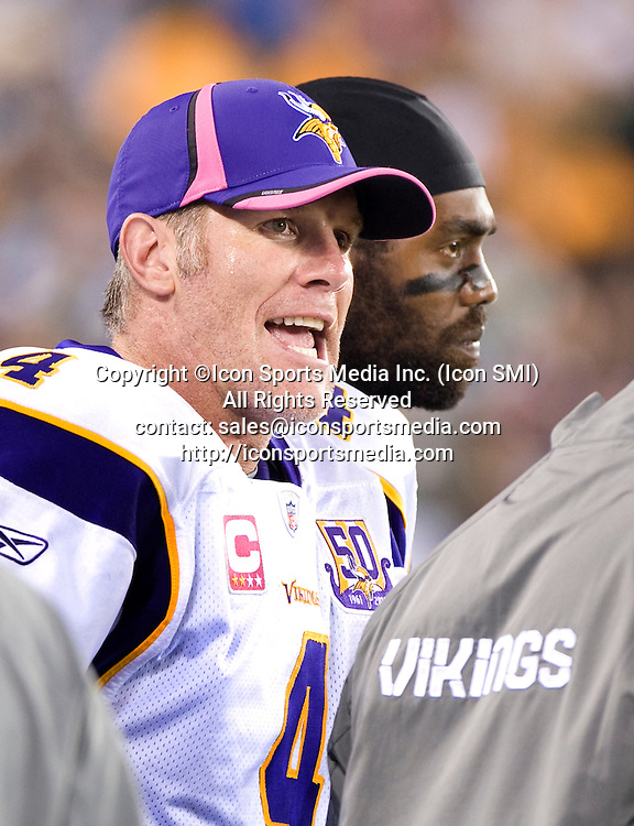 October 11, 2010: Minnesota Vikings at New York Jets at New Meadowlands Stadium in East Rutherford, NJ -  Vikings Brett Farve on the sideline during the second quarter. ***** ALL NEW YORK NEWSPAPERS OUT ---- ALL NEW YORK NEWSPAPERS OUT *****