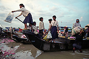 e?cole flottante Chong Khnies