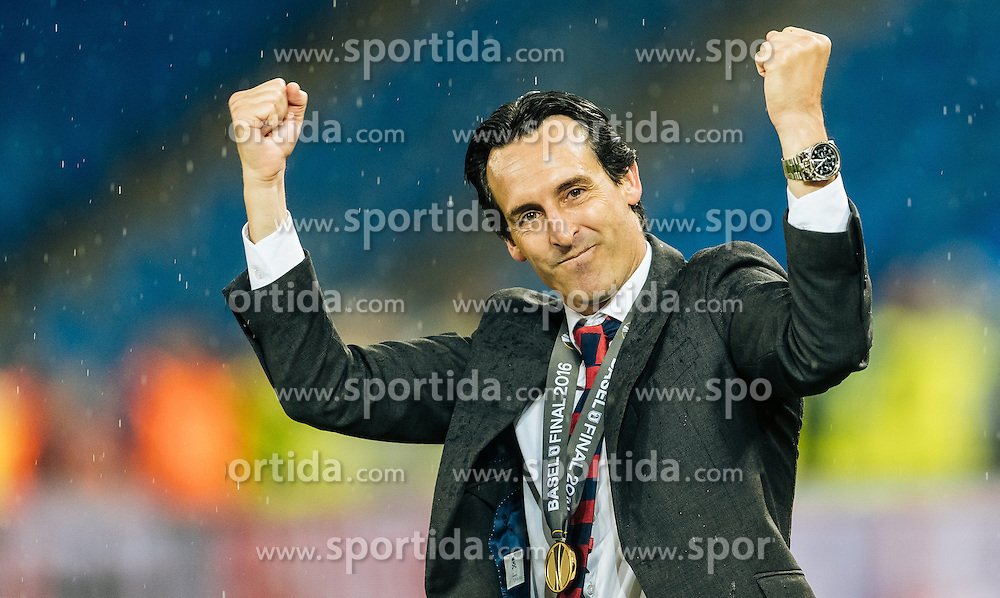 18.05.2016, St. Jakob Park, Basel, SUI, UEFA EL, FC Liverpool vs Sevilla FC, Finale, im Bild Jubel von Trainer Unai Emery (FC Sevilla) // Trainer Unai Emery (FC Sevilla) celebrates the Title during the Final Match of the UEFA Europaleague between FC Liverpool and Sevilla FC at the St. Jakob Park in Basel, Switzerland on 2016/05/18. EXPA Pictures © 2016, PhotoCredit: EXPA/ JFK