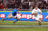 © Andrew Fosker / Seconds Left Images 2012 - England's Charlie Hodgson scores a second charge down try in  week beating Italy's Andrea Masi to the line  Italy v England 11/02/2012 - RBS 6 Nations - Stadio Olimpico - Rome - Italy -  All rights reserved