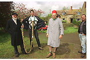 David Kirke and Richard Wicks, David Kirke at the First human trebuchet. Neverstowey. 24 April 2000<br />