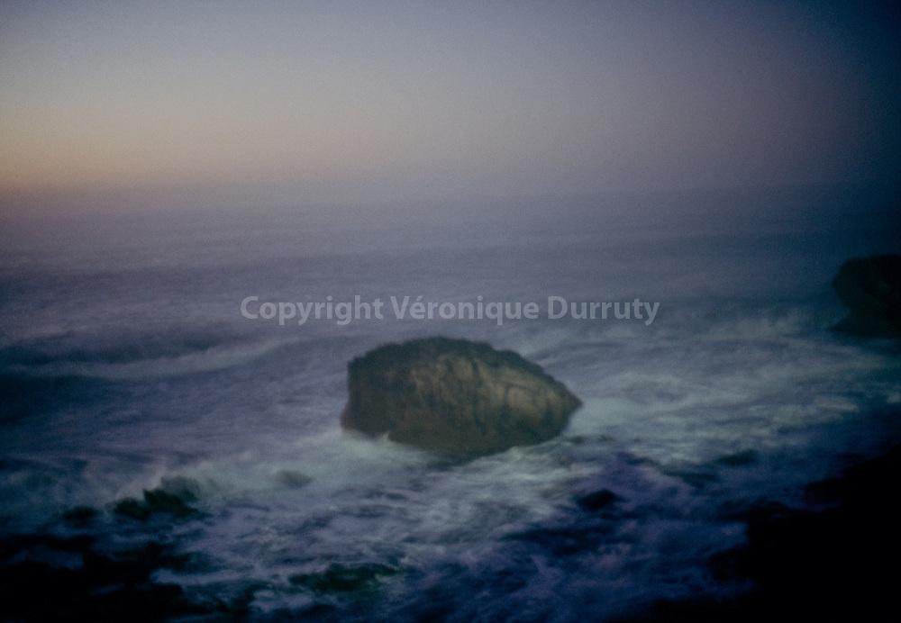 Rock In The Atlantic Ocean, Essaouira, Morocco // pierre dans l ocean atlantique