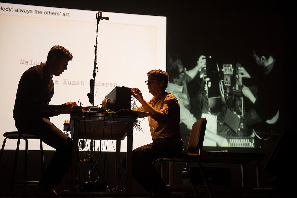 Andrew Pekler & Jan Jelinek play Ursula Bogner (DE), A vision 2, Monument National, Montreal, 31 mai 2012.