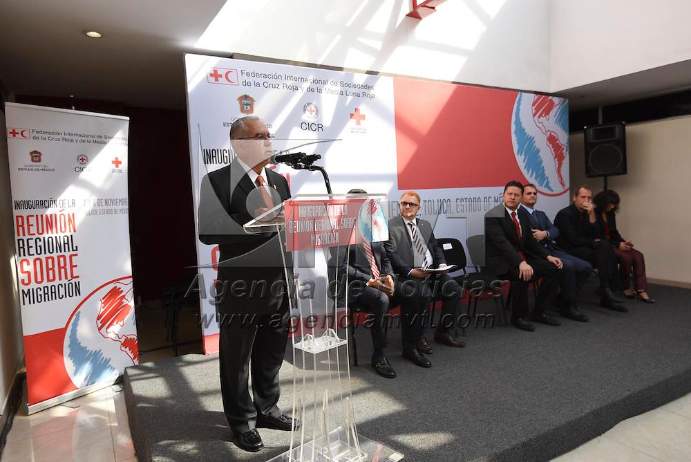 Toluca, México (Noviembre 07, 2016).- Carlos Fraener Figueroa, vicepresidente nacional de Cruz Roja Mexicana durante la Primera Reunión Regional Sobre Migración, teniendo como sede el CENCAD.  Agencia MVT / Crisanta Espinosa