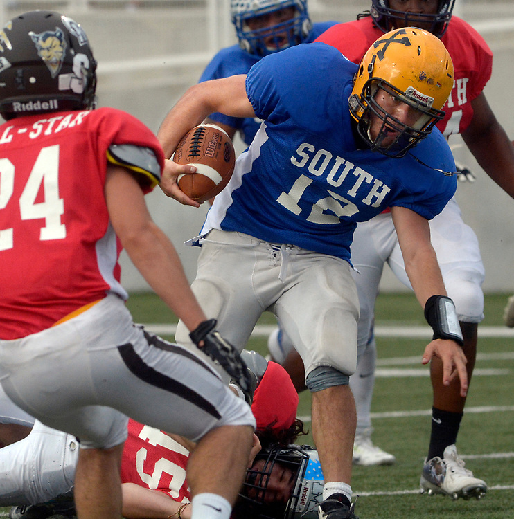 gbs072517m/SPORTS -- South quarterback Drew Ortiz scampers through defenders during the North South All-Star game in Nusenda Community Stadium in Albuquerque on Tuesday, July 25, 2017.(Greg Sorber/Albuquerque Journal)
