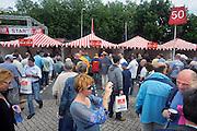 Nederland, Nijmegen, 19-7-2009Op de Wedren schrijven lopers zich in voor de tocht die dinsdag begint. Foto: Flip Franssen/Hollandse Hoogte