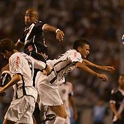 Nunes wins a heading duel for Vasco during the Botafogo V Vasco, Futebol Brasileirao  League match at Estadio Olímpico Joao Havelange, Rio de Janeiro, The classic Rio derby match ended in a 2-2 draw. Rio de Janeiro,  Brazil. 22nd September 2010. Photo Tim Clayton.