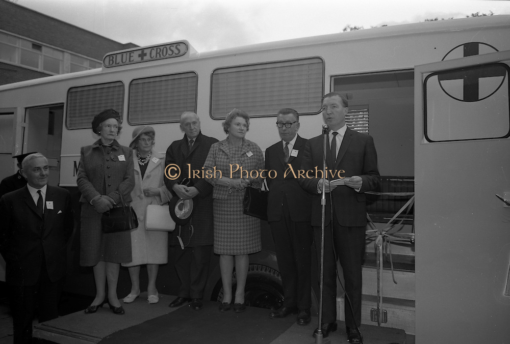 15/11/1965<br /> 11/15/1965<br /> 15 November 1965<br /> Inauguration of Blue Cross Mobile Clinic at the Intercontinental Hotel, Dublin. Picture shows (l-r): Miss M.C. Walsh; Miss C. McManus; Mr Stuart Gelder, Joint secretary of Blue Cross in London; Mrs Moya Mahon, Vice Chairman of Blue Cross; Mr Benny McManus, Chairman Blue Cross and  Mr Charles J. Haughey T.D., Minister for Agriculture and Fisheries speaking at the ceremony.  performing the ceremony,