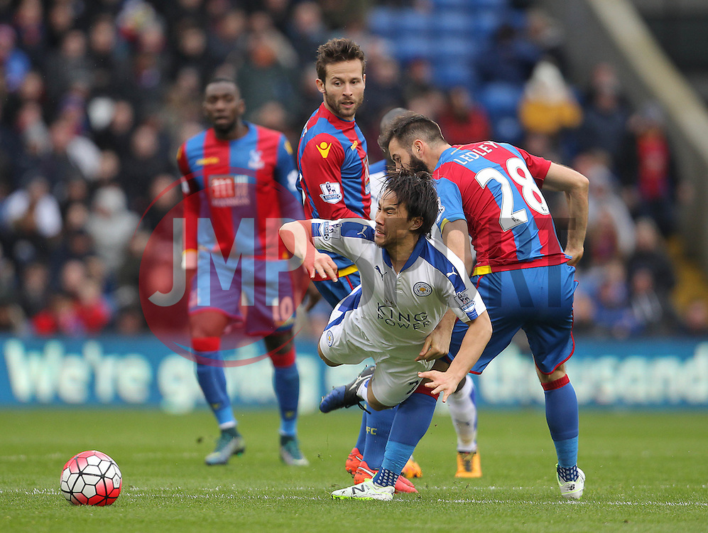 Shinji Okazaki of Leicester City is challenged by Yohan Cabaye ( L ) and Joe Ledley of Crystal Palace- Mandatory byline: Paul Terry/JMP - 19/03/2016 - FOOTBALL - Selhurst Park - London, England - Crystal Palace v Leicester City - Barclays Premier League