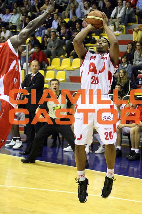 DESCRIZIONE : Milano Lega A1 2007-08 Armani Jeans Milano Siviglia Wear Teramo<br /> GIOCATORE : Cheyne Gadson<br /> SQUADRA : Armani Jeans Milano<br /> EVENTO : Campionato Lega A1 2007-2008<br /> GARA : Armani Jeans Milano Siviglia Wear Teramo<br /> DATA : 10/10/2007<br /> CATEGORIA : Tiro<br /> SPORT : Pallacanestro<br /> AUTORE : Agenzia Ciamillo-Castoria/S.Ceretti<br /> Galleria : Lega Basket A1 2007-2008<br /> Fotonotizia : Milano Campionato Italiano Lega A1 2007-2008 Armani Jeans Milano Siviglia Wear Teramo<br /> Predefinita :