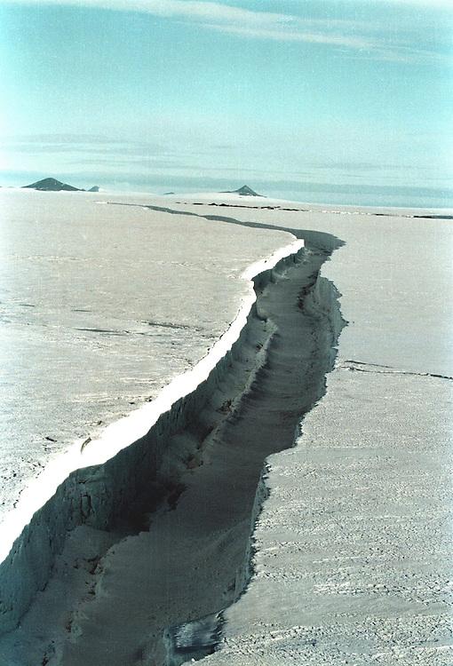 Crack in Larsen A iceshelf   Accession #: 2.97.081.033.17