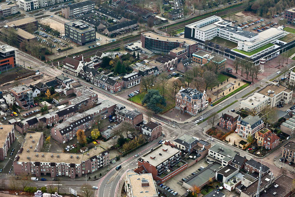 Nederland, Brabant, Oss, 15-11-2010. Centrum van de stad  met Molenstraat. Museum Jan Cunen in de vrijstaande Villa Constance..luchtfoto (toeslag), aerial photo (additional fee required).foto/photo Siebe Swart