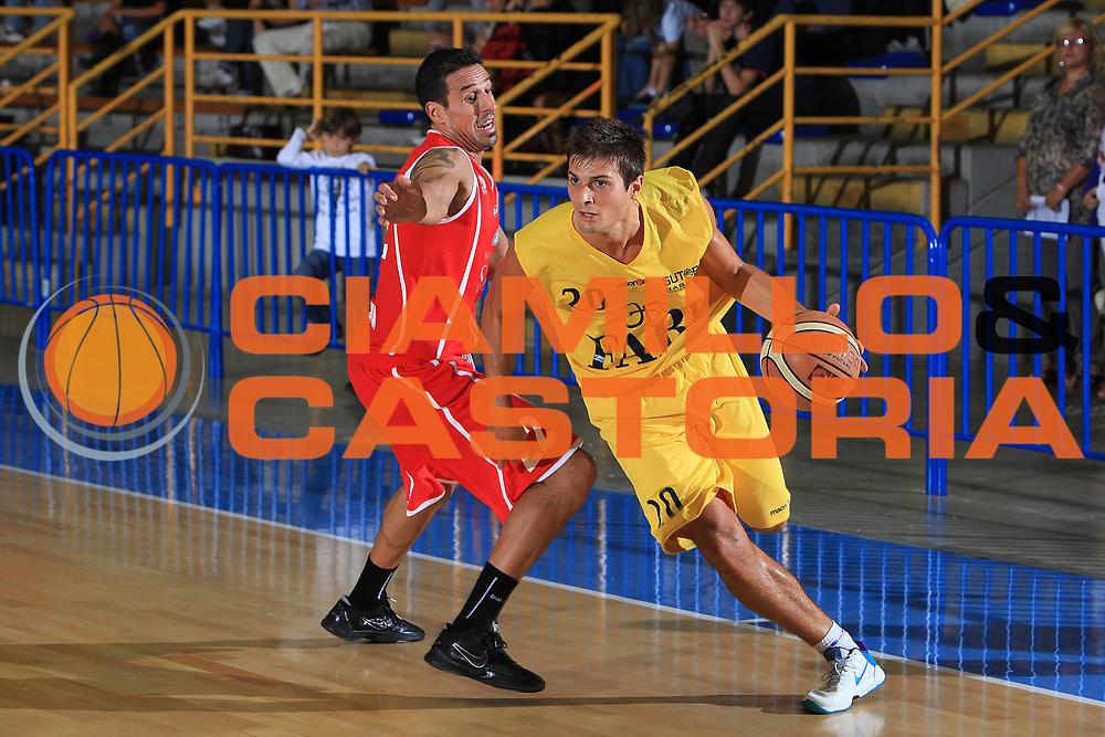 DESCRIZIONE : Cervia Torneo di Cervia Lega A 2010-11 Fabi Montegranaro Immobiliare Spiga Rimini<br /> GIOCATORE : Andrea Cinciarini<br /> SQUADRA : Fabi Montegranaro<br /> EVENTO : Campionato Lega A 2010-2011 <br /> GARA :  Fabi Montegranaro Immobiliare Spiga Rimini<br /> DATA : 18/09/2010<br /> CATEGORIA : palleggio<br /> SPORT : Pallacanestro <br /> AUTORE : Agenzia Ciamillo-Castoria/C.De Massis<br /> Galleria : Lega Basket A 2010-2011 <br /> Fotonotizia : Cervia Torneo di Cervia Lega A 2010-11 Fabi Montegranaro Immobiliare Spiga Rimini<br /> Predefinita :