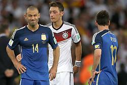 13.07.2014, Maracana, Rio de Janeiro, BRA, FIFA WM, Deutschland vs Argentinien, Finale, im Bild vl. Javier Mascherano (ARG), Mesut Oezil (GER) und Lionel Messi (ARG) // during Final match between Germany and Argentina of the FIFA Worldcup Brazil 2014 at the Maracana in Rio de Janeiro, Brazil on 2014/07/13. EXPA Pictures © 2014, PhotoCredit: EXPA/ Eibner-Pressefoto/ Cezaro<br /> <br /> *****ATTENTION - OUT of GER*****