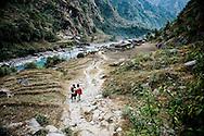 Tamakoshi dalen, Suruchi Khadka, 11 &aring;r:<br /> &rdquo;Min storebror har fortalt mig, at s&oslash;en kan styrte ned. Hvis den g&oslash;r det, stiger vandet i floden m&aring;ske 50 meter, og s&aring; bliver alle husene jo &oslash;delagt. Men jeg t&aelig;nker ikke s&aring; meget p&aring; det til hverdag.&rdquo;