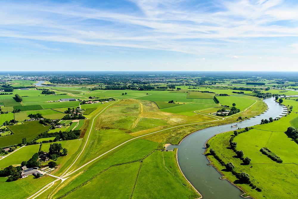 Nederland, Gelderland, Gemeente Brummen, 17-07-2017; rivier de IJssel, dijkverlegging Cortenoever. De oude dijk is landinwaarts verplaatst (sporen oude dijk nog zichtbaar, rechts van de nieuwe dijk). In de voorgrond en in het verlengde van de rivier een instroomopening in de bestaande winterdijk waar bij hoogwater de rivier het gebeid in kan stromen. NOOT: Zie ook opnames van de oorspronkelijke situatie.<br /> Shifting the Cortenoever dike. The existing dike has been moved about one km inland. The existing dike (bottom of image) has been reduced in height to create an intake opening, to be used in case of high waters.<br /> See also recordings of the original situation.<br /> luchtfoto (toeslag op standard tarieven);<br /> aerial photo (additional fee required);<br /> copyright foto/photo Siebe Swart