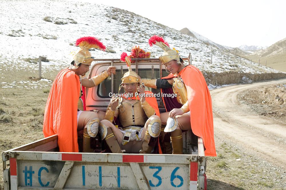 YONGCHANG DISTRICT : Provinzler  aus der Umgebung von Yongchang, die als Roemer verkleidet sind,  nach enem Kampf in den Bergen.
