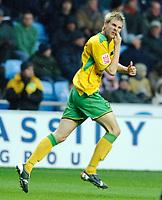Photo: Daniel Hambury.<br />Coventry City v Norwich City. Coca Cola Championship.<br />26/11/2005.<br />Norwich's Calum Davenport celebrates his goal.