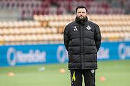 FODBOLD: Cheftræner Christian Lønstrup (FC Helsingør) kigger på opvarmningen før kampen i ALKA Superligaen mellem FC Helsingør og AC Horsens den 18. februar 2018 på Right to Dream Park i Farum. Foto: Claus Birch.