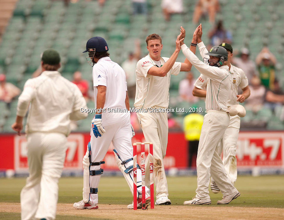 Morne Morkel celebrates the wicket of Alastair Cook during the fourth and final Test Match between South Africa and England at the Wanderers Stadium, Johannesburg. Photograph © Graham Morris/cricketpix.com (Tel: +44 (0)20 8969 4192; Email: sales@cricketpix.com)