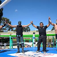 Zinacantepec, México (Octubre 29, 2016).- Con el objetivo de brindar rato agradable a los jóvenes que se encuentra en proceso de readaptación social en el Tutelar de Menores Infractores Quinta del Bosque, La Liga de Luchadores Profesionales ofreció una función de lucha libre. Agencia MVT / Arturo Hernández.