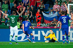 10.06.2012, Staedtisches Stadion, Posen, POL, UEFA EURO 2012, Irland vs Kroatien, Gruppe C, im Bild GLENN WHELAN, TOR NIKICA JELAVIC, SHAY GIVEN, OGNJEN VUKOJEVIC // during the UEFA Euro 2012 Group C Match between Ireland and Croatia at the Municipal Stadium Poznan, Poland on 2012/06/10. EXPA Pictures © 2012, PhotoCredit: EXPA/ Newspix/ Jakub Kaczmarczyk..***** ATTENTION - for AUT, SLO, CRO, SRB, SUI and SWE only *****