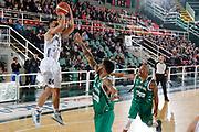DESCRIZIONE : Avellino Lega A 2015-16 Sidigas Avellino Dolomiti Energia Trentino Trento<br /> GIOCATORE : Trent Lockett<br /> CATEGORIA :  tiro<br /> SQUADRA : Dolomiti Energia Trentino Trento<br /> EVENTO : Campionato Lega A 2015-2016 <br /> GARA : Sidigas Avellino Dolomiti Energia Trentino Trento<br /> DATA : 01/11/2015<br /> SPORT : Pallacanestro <br /> AUTORE : Agenzia Ciamillo-Castoria/A. De Lise <br /> Galleria : Lega Basket A 2015-2016 <br /> Fotonotizia : Avellino Lega A 2015-16 Sidigas Avellino Dolomiti Energia Trentino Trento