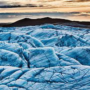 SVINAFELLSJÖKULL, ISLAND, ICELAND, eine Gletscherzunge des Vatnajökull, die an dem höchsten Berg Islands dem Hvannadalshnukur herunterkommt. Sie liegt im Skaftafell Nationalpark. Beim Svinafell findet man Sedimentablagerungen aus der Eiszeit. Die Lagen sind etwa 120m dick und tatsächlich beträgt das Alter der Schichten etwa eine halbe Million Jahre.
