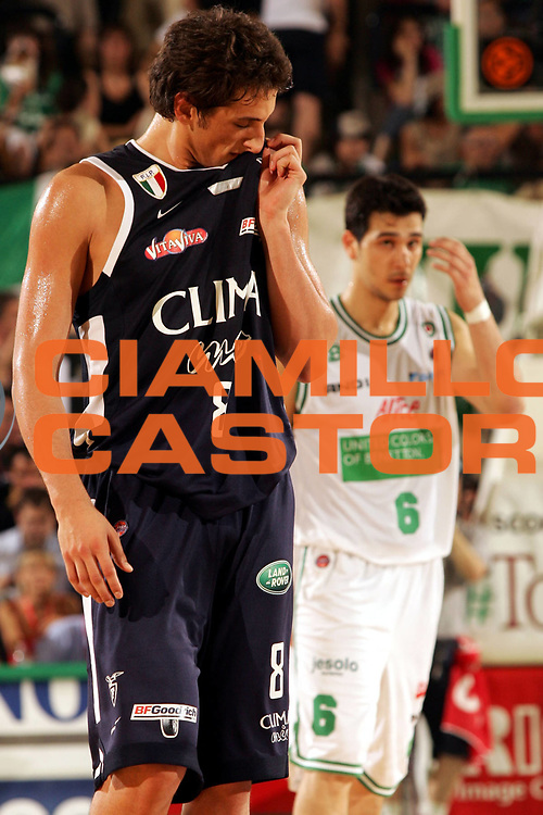 DESCRIZIONE : Treviso Lega A1 2005-06 Play Off Finale Gara 4 Benetton Treviso Climamio Fortitudo Bologna <br /> GIOCATORE : Belinelli <br /> SQUADRA : Climamio Fortitudo Bologna <br /> EVENTO : Campionato Lega A1 2005-2006 Play Off Finale Gara 4 <br /> GARA : Benetton Treviso Climamio Fortitudo Bologna <br /> DATA : 20/06/2006 <br /> CATEGORIA : Delusione <br /> SPORT : Pallacanestro <br /> AUTORE : Agenzia Ciamillo-Castoria/P.Lazzeroni