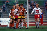 09.06.1991, Pori..Jalkapalloliiga, Porin Pallo-Toverit v Lahden Reipas.Turo Kautonen (Lahden Reipas) v Juha Riippa (PPT).©JUHA TAMMINEN