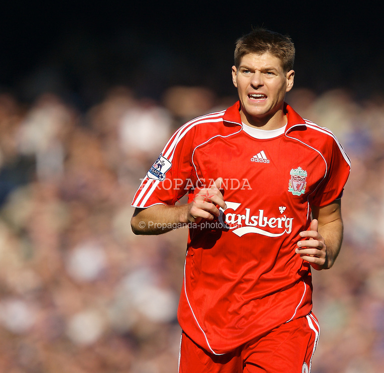 Liverpool, England - Saturday, October 20, 2007: Liverpool's captain Steven Gerrard MBE in action against Everton during the 206th Merseyside Derby match at Goodison Park. (Photo by David Rawcliffe/Propaganda)